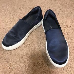 Navy J/Slides
